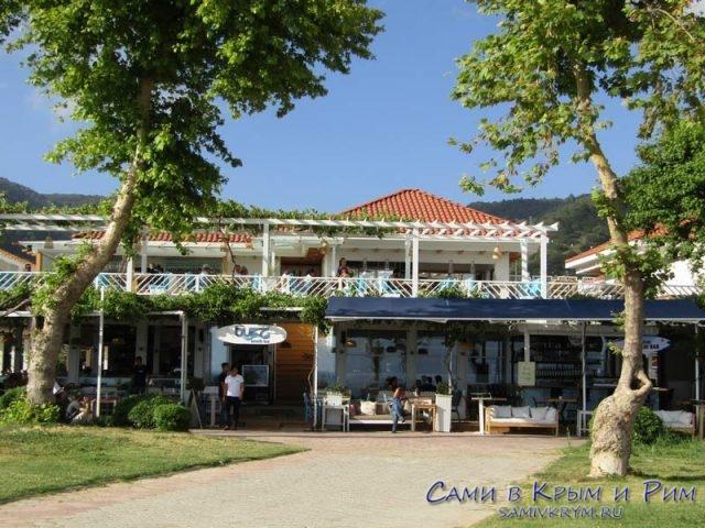 Кафе Олюдениз с видом на набережную