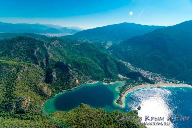 Вид на Голубую бухту в Олюдениз