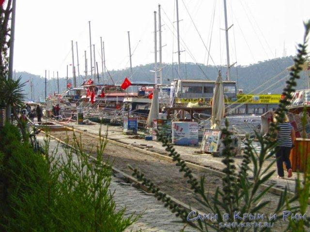 Яхты у причалов в Фетхие