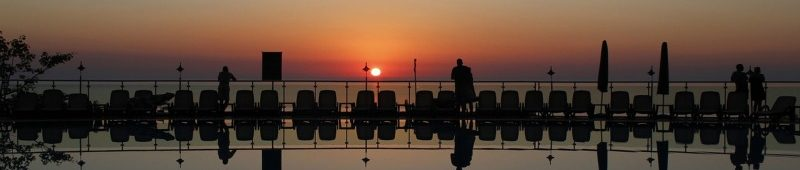 Закат перед бассейном