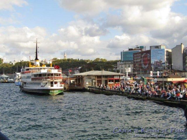 Очередь на причалах Стамбула