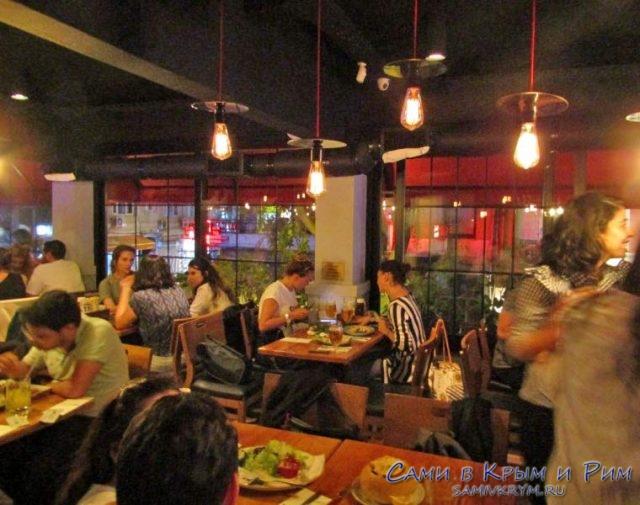 Один из лучших ресторанов района Кадикой