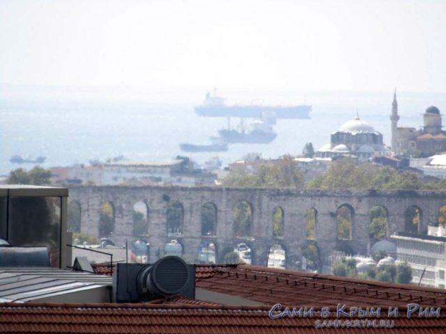 Вид на акведук и Мраморное море