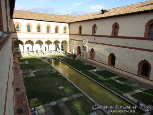 Двор Корт Дукале