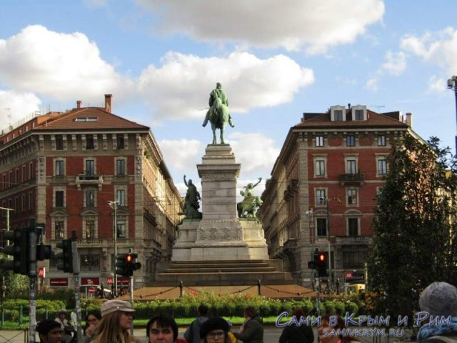 Один из многочисленных памятников Милана