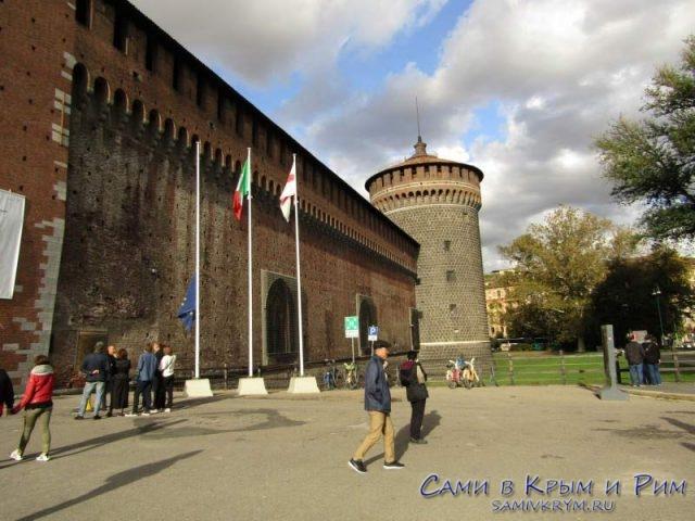 Парадный вход в замок Сфорцо