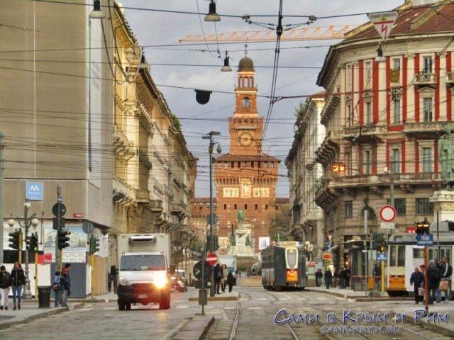 Центр Милана и вида на замок