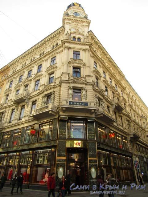 Фасад магазина H&M в центре Вены
