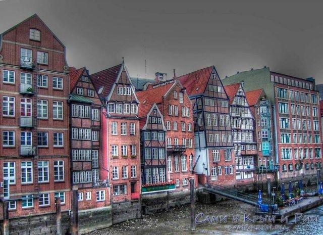 Гамбургские дома на берегу канала Эльбы