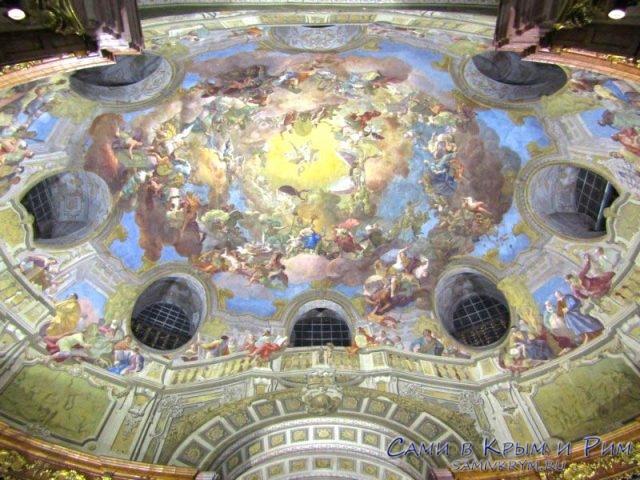 Купольная роспись потолка библиотеки