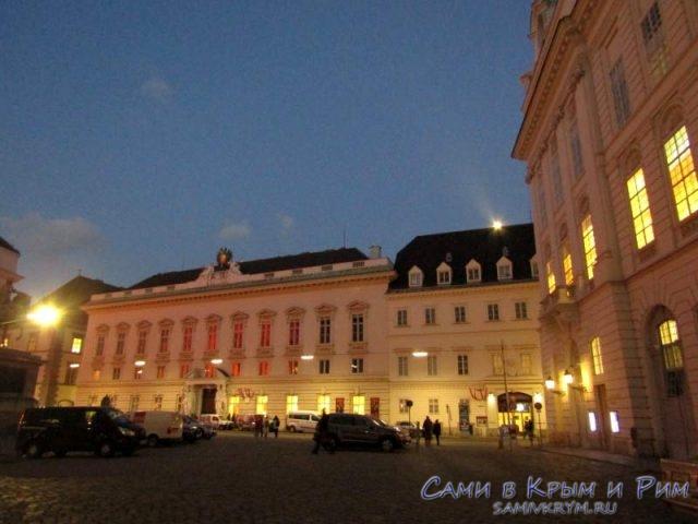 Национальная Библиотека Австрии в вечерних лучах