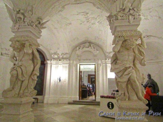 Нижний зал во дворце Бельведер