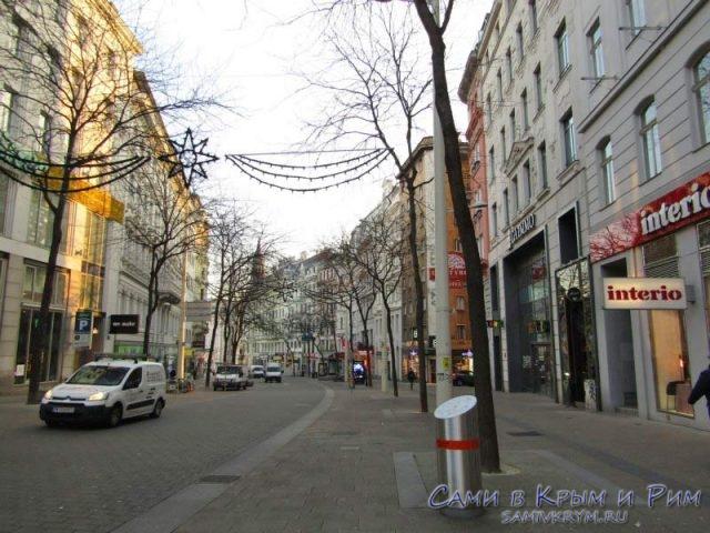 Пешеходная улица рядом с нашим отелем