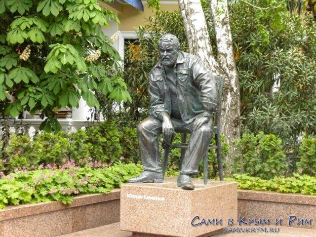 Скульптура-Юлиана-Семенова
