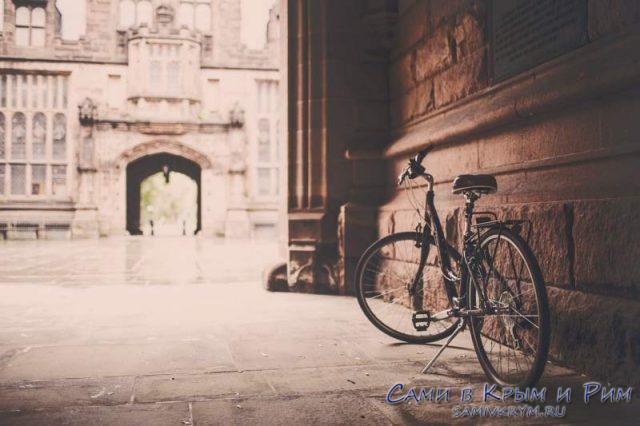 Велосипед в старом городе