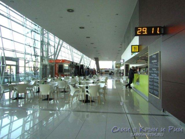 Зал прилета Братиславского аэропорта