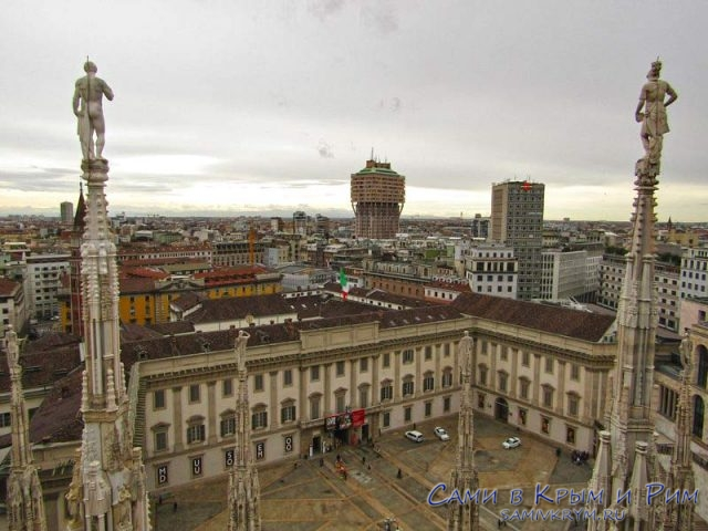 Дуомо давлеет над всем Миланом