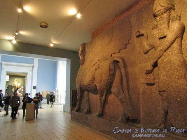 Экспонаты в музее из Ирака