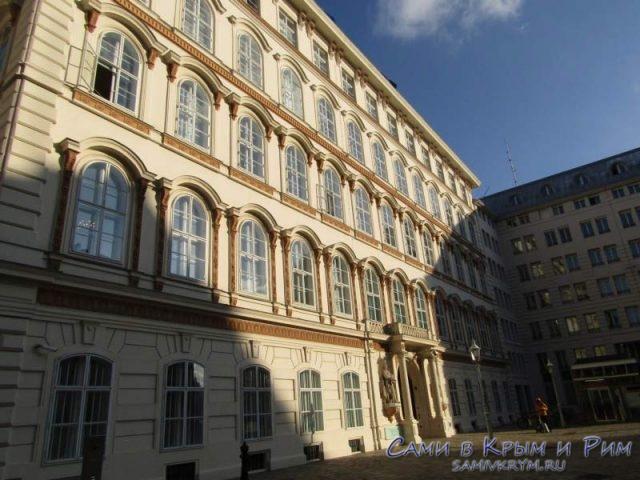 Красивые здания на улочках Вены
