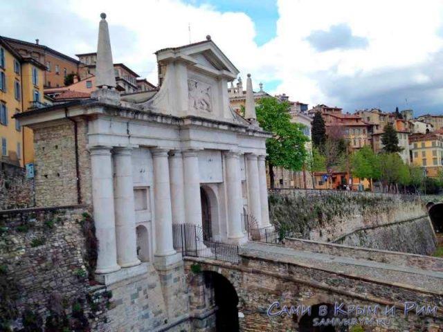 Один из входов в крепость Бергамо