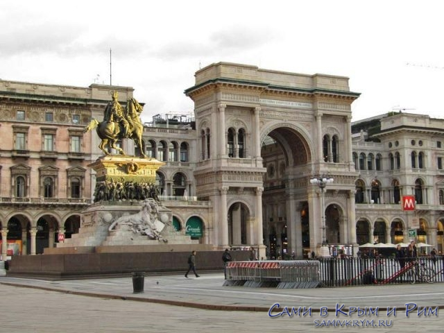 Площадь Дуомо и Виктор Эммануил на коне