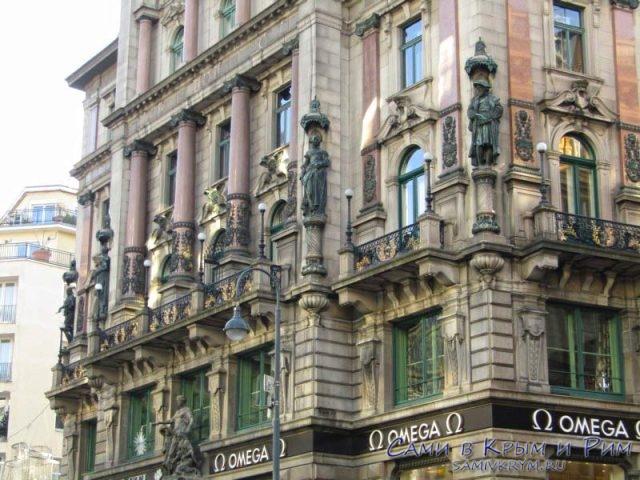 Великолепный фасады центральных зданий Вены