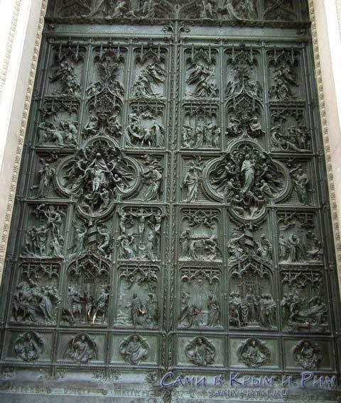 Ворота с историями из эизни Христа