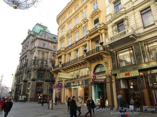 Яркие здания на центральной улицы Вены