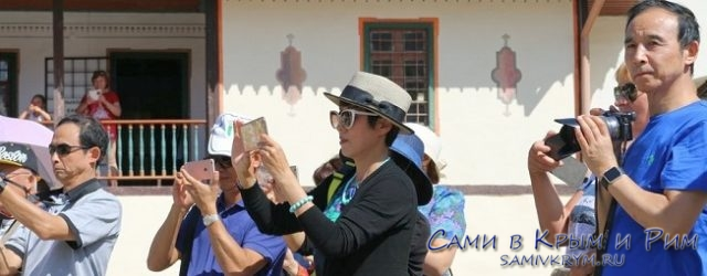 китайские-туристы