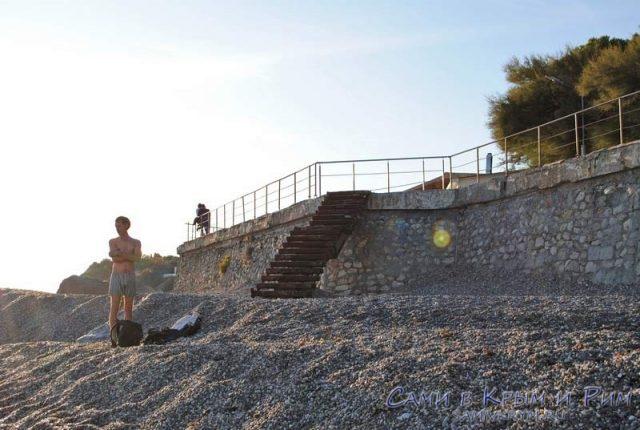 Новая галька на пляжах Фороса