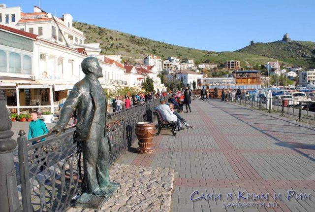 Памятник Куприну на набережной