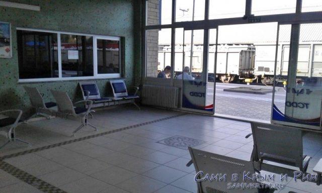 Зал ожидания на ж.д. вокзале Бандырмы