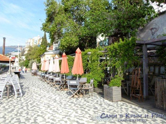 Пляжное-кафе-Ван-Гог-на-Массандровском-пляже