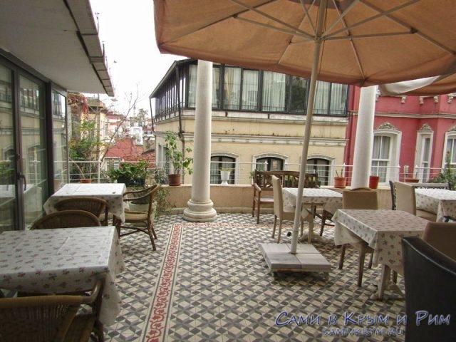 Наш отель рядом с Французской улицей