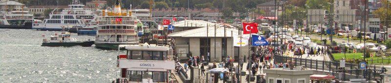Вид на причал Эминёню с Галатского моста