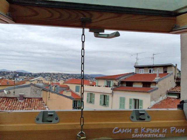 Форточка в нашей квартирке в Ницце