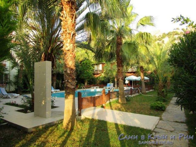 Отель с бассейном в Чирали