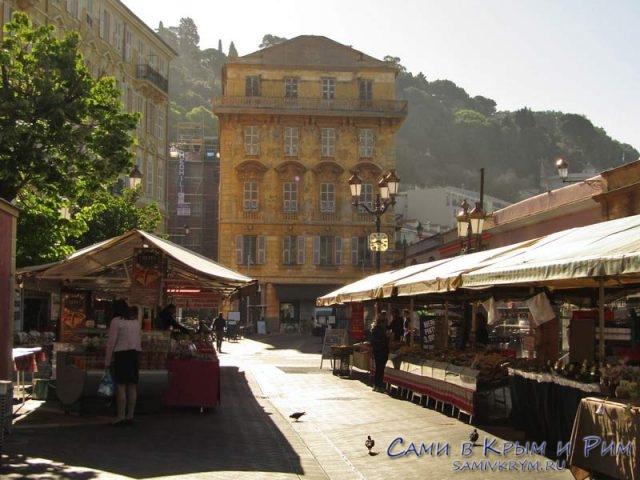 Рынок в Ницце рядом с пляжем