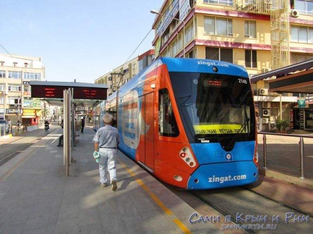 Трамвай между аэропортом и автовокзалом