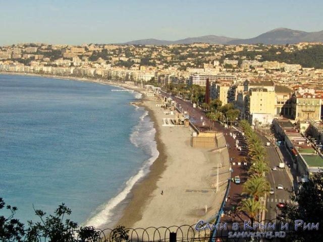 Вид на Ниццу с холма над бухтой