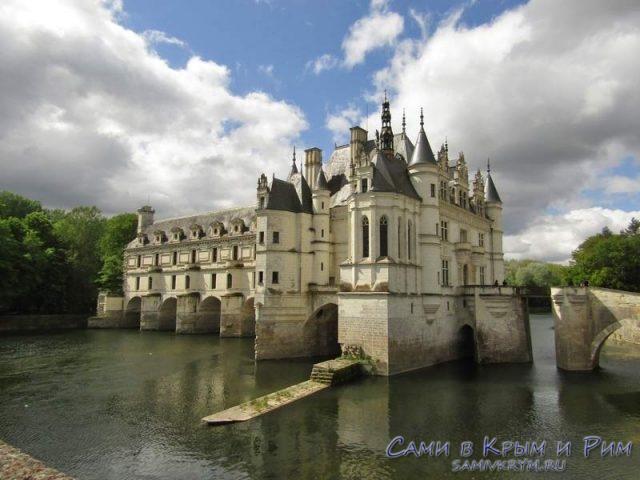 Замок Шенонсо на реке