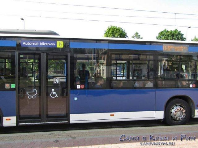 Автобус с билетным автоматом внутри