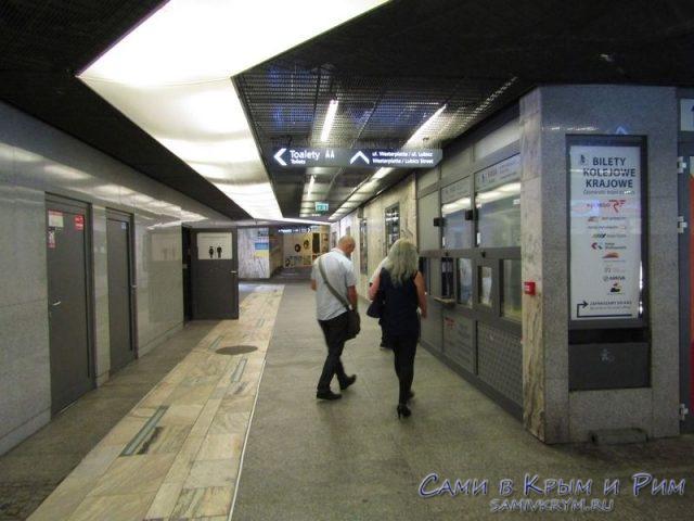 Билетные кассы в подземном переходе