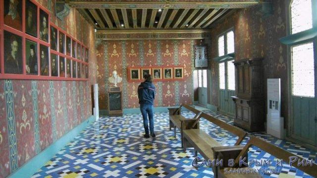 Галлерея принцев в зале замка Блуа