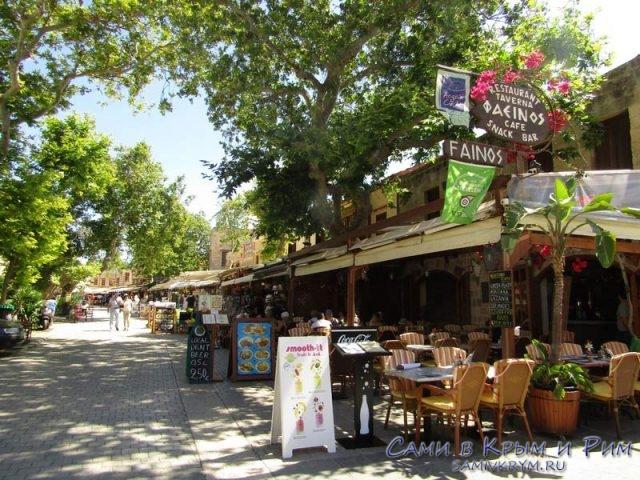 Кафе-на-улице-Офреос