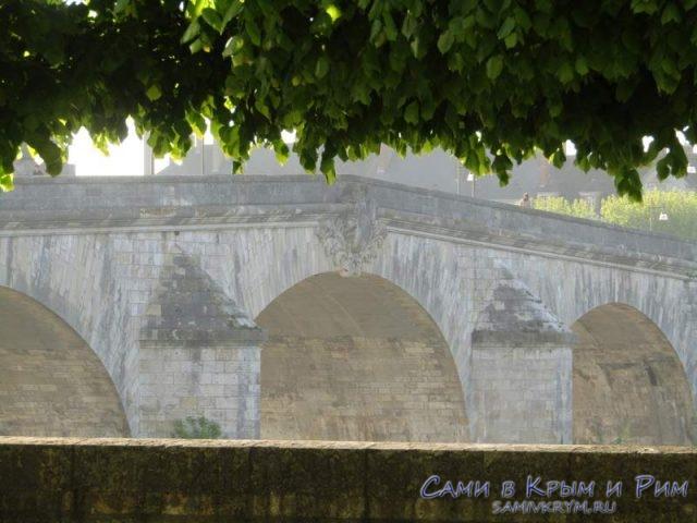Мост в Блуа над рекой Луара