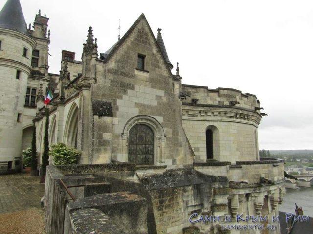 Первые готические фасады замка