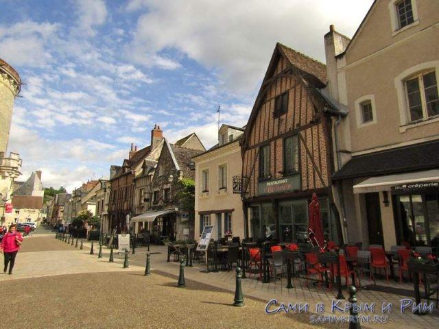 Пешеходная улица Place Michel Debre