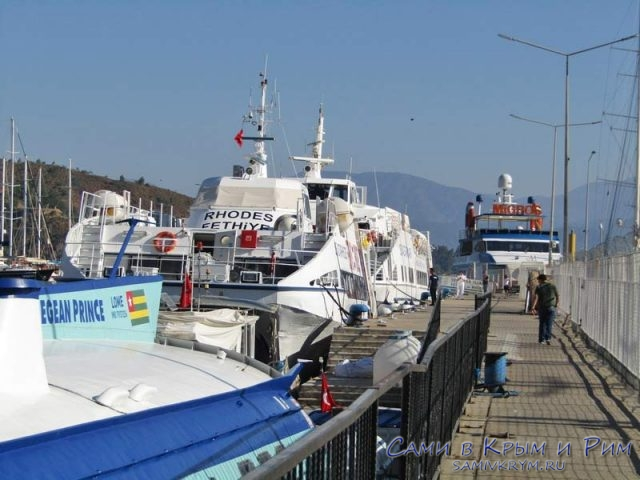 Посадка пассажиров в порту Фетхие