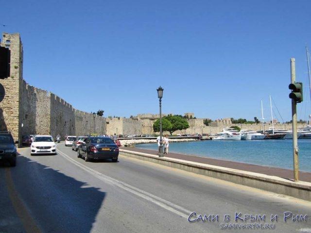 Средневековая-стена-и-трасса-вокруг-Старого-города